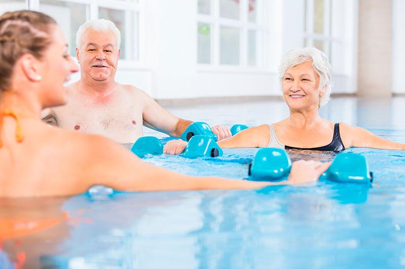 Therapie bei Arthrose: Wassergymnastik