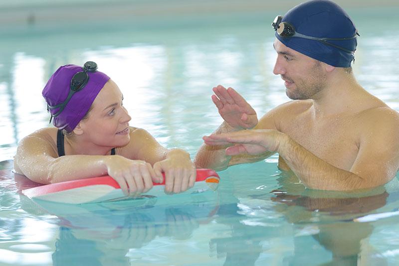 Therapie bei Morbus Bechterew: Schwimmen