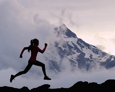 Läuferin von Sportfotografen fotografiert