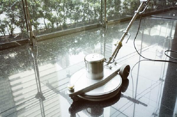 Professionelle Reinigung mit HOTREGA Spezialprodukten
