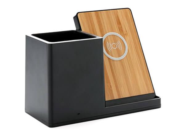 Schwarzer Wireless Charger mit Stiftehalter